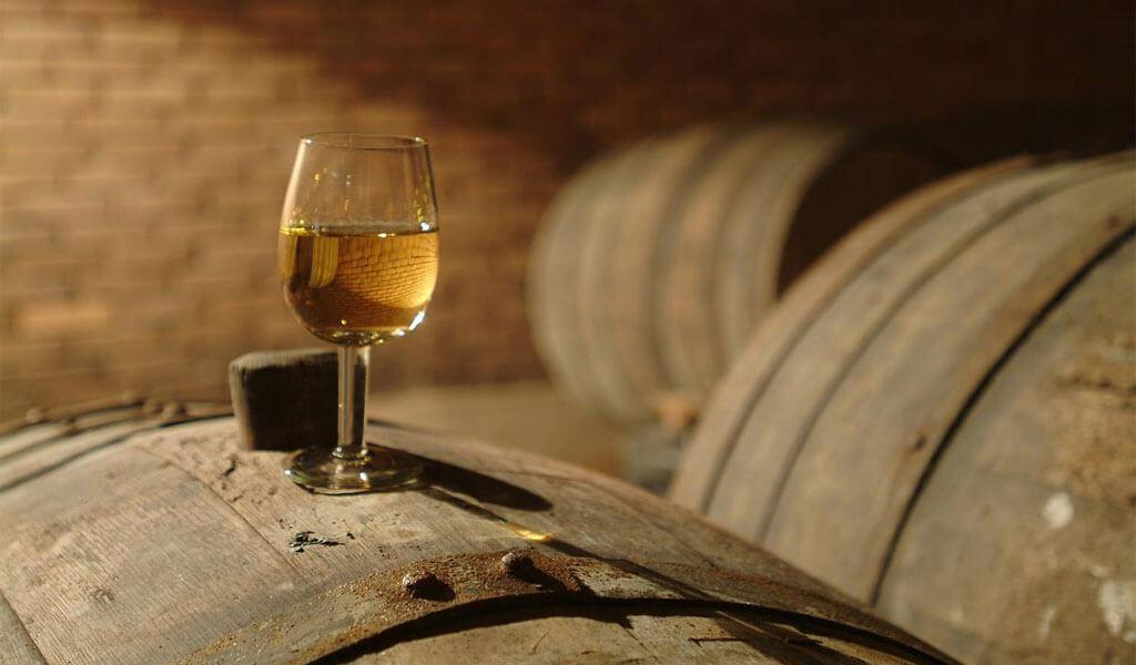 Белое марочное вино Цинандали - настоящая гордость Грузии
