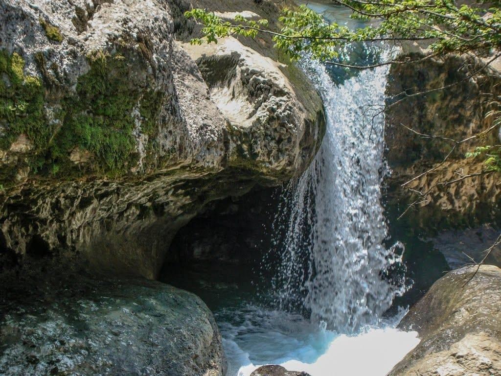 Каньон Мартвили – уникальный памятник природы со следами доисторических животных