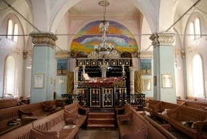 Красивая и величественная синагога в грузинском городе Они