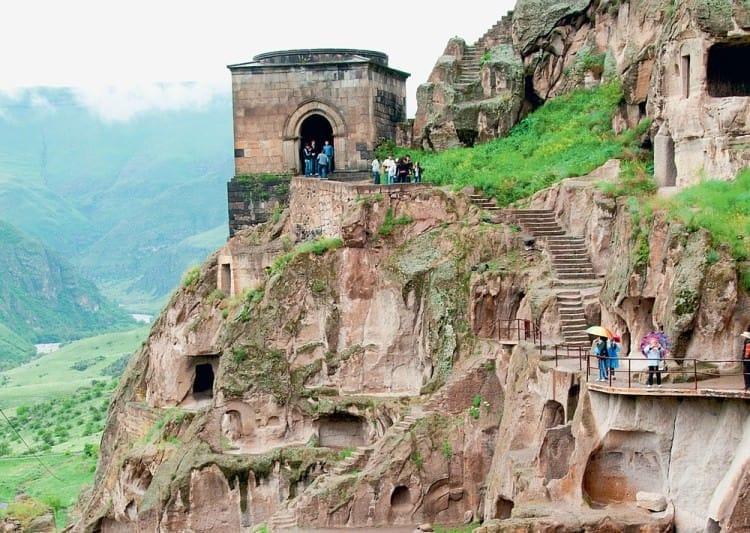 Посещение целебных источников Боржоми, пещерного монастыря Вардзия и крепости Рабат