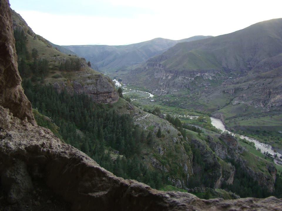 Древний пещерный монастырь Ванис-Квабеби (Ванские пещеры)