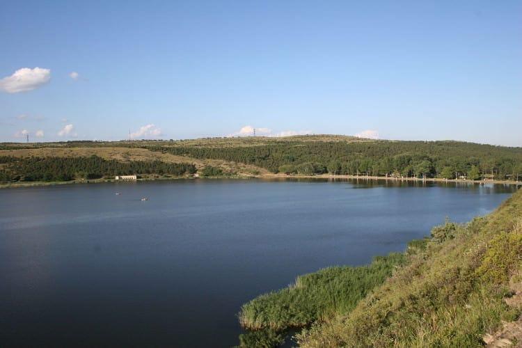 Озеро Лиси – уютное местечко в окрестностях Тбилиси