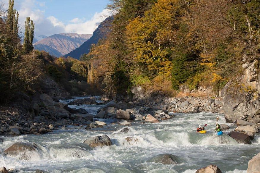 Активный отдых и экстремальный туризм на прекрасной реке Риони