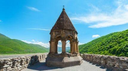 Крепость Ананури - величественное сооружение феодальной эпохи Грузии