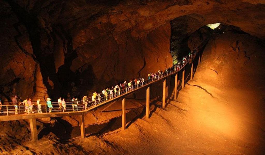 Пещера Крубера-Воронья – самая глубокая в мире пещера