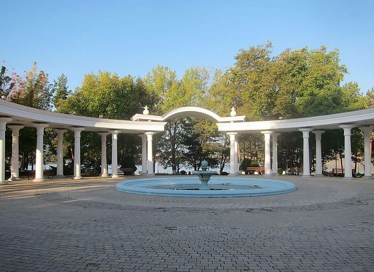 kurort Bazaleti kolonnada
