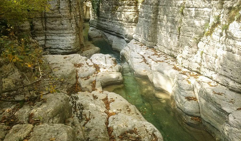 Кинчха - один из самых высоких и мощных водопадов Грузии