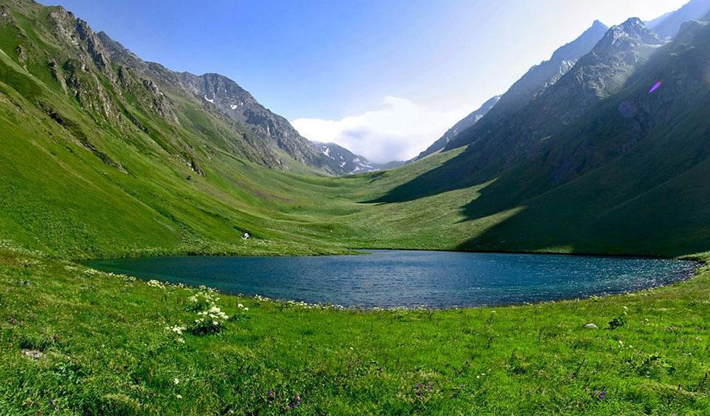 Высокогорное озеро Тбикели и его обитатели