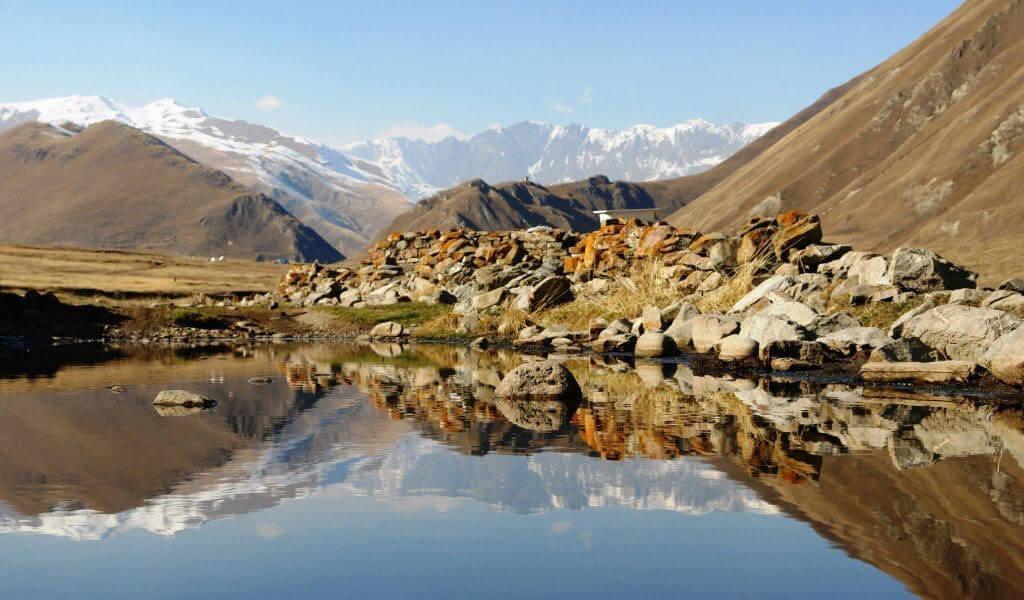 Национальный парк Казбеги - один из самых посещаемых заповедников Грузии