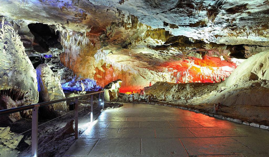 Пещера Прометея (Кумистави) – одна из красивейших пещер Грузии