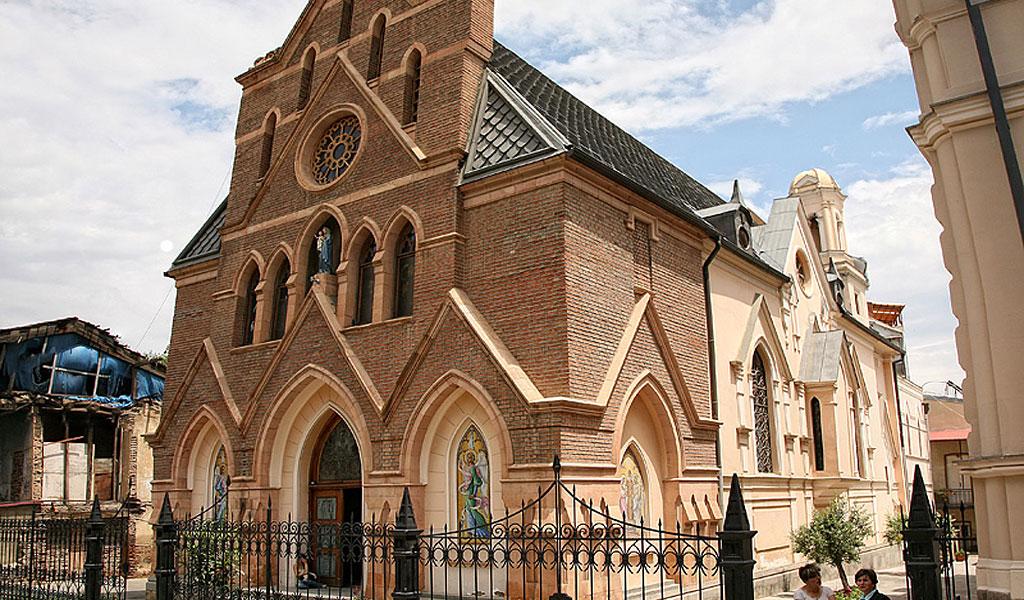 Католический собор Вознесения Богородицы Девы Марии - один из красивейших храмов в Тбилиси