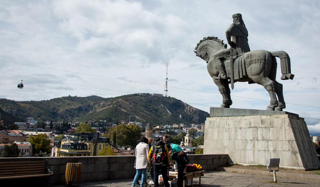 Памятник Вахтангу Горгасали - достопримечательность Тбилиси