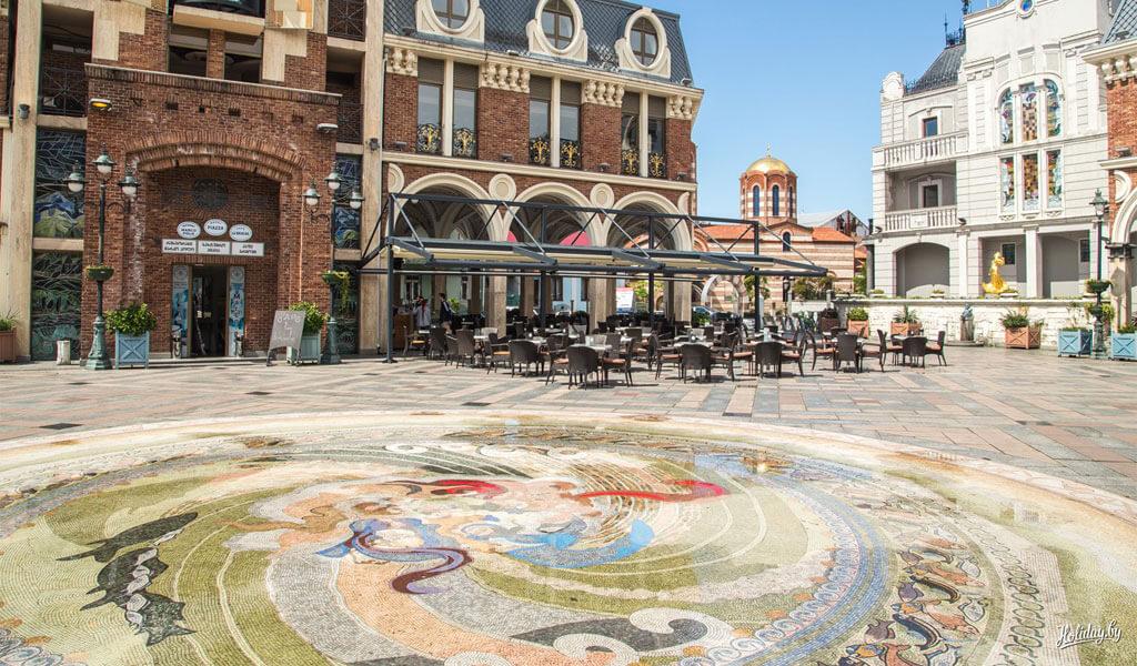 Площадь Пьяцца - маленькая Венеция в центре Батуми