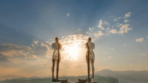 """""""Али и Нино"""" - удивительная скульптурная композиция в Батуми"""