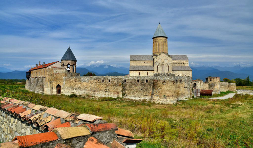 Кафедральный собор и монастырь Алаверди - один из самых известных и самых масштабных храмов Грузии