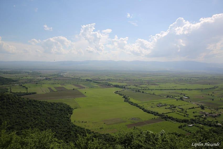 Некреси - древний атмосферный монастырь на горе над Алазанской долиной