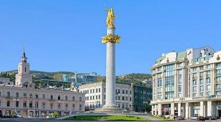 памятник Тбилиси
