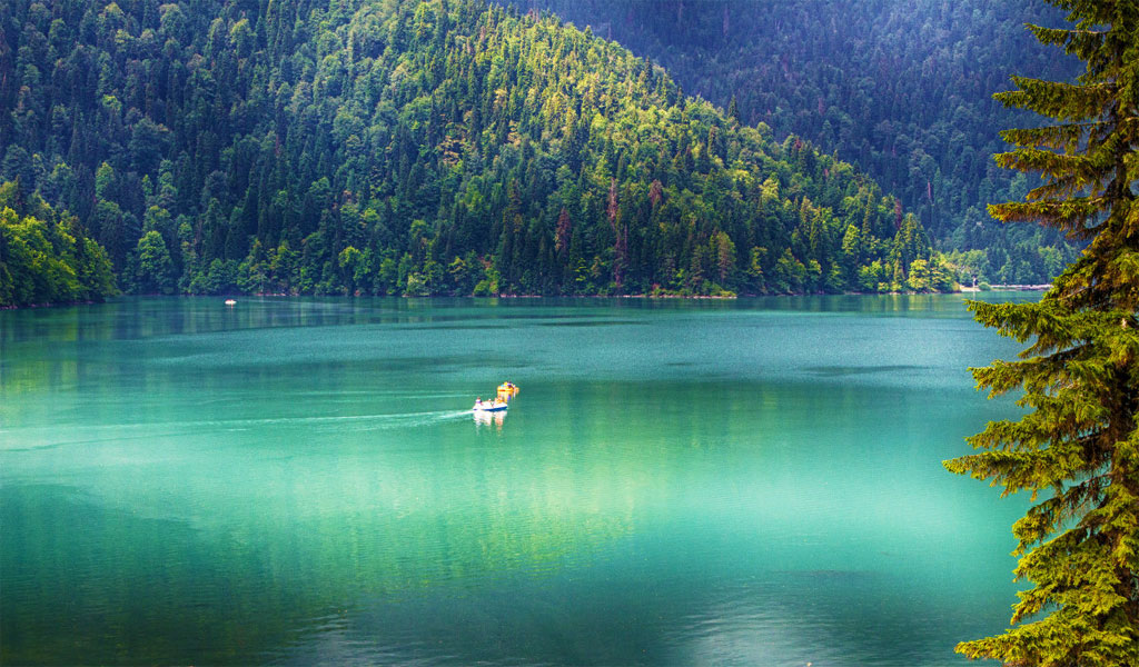 Озеро Рица – природная жемчужина Абхазии