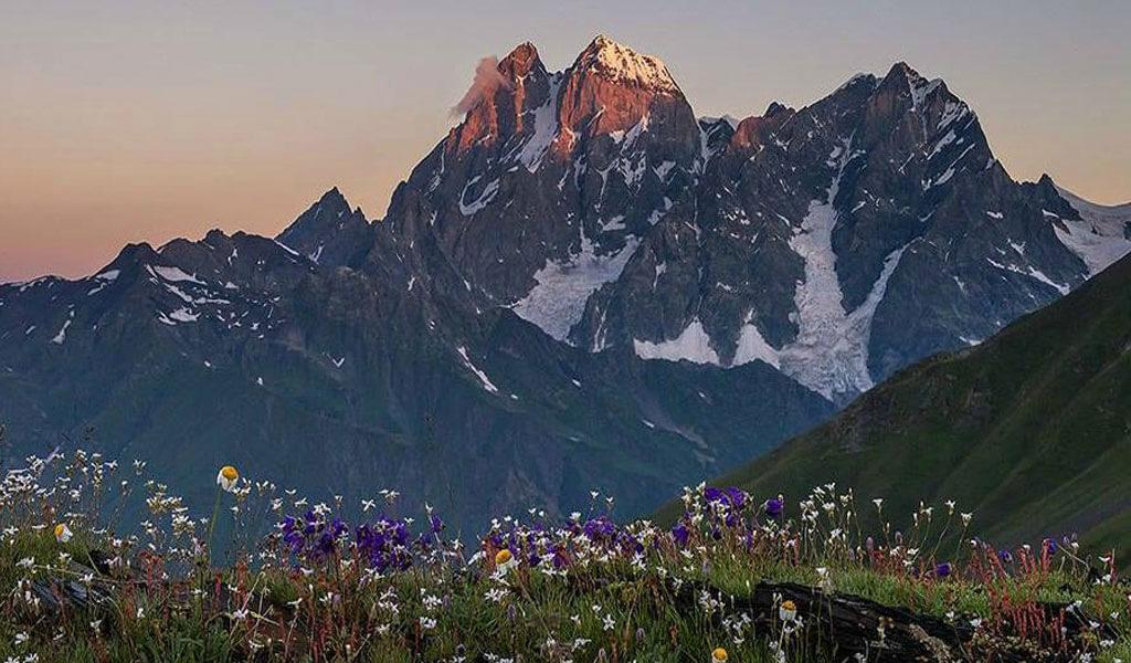 Гора Ушба – суровое испытание для скалолазов