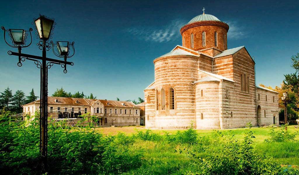 Патриарший собор в Пицунде – визитная карточка православной Абхазии